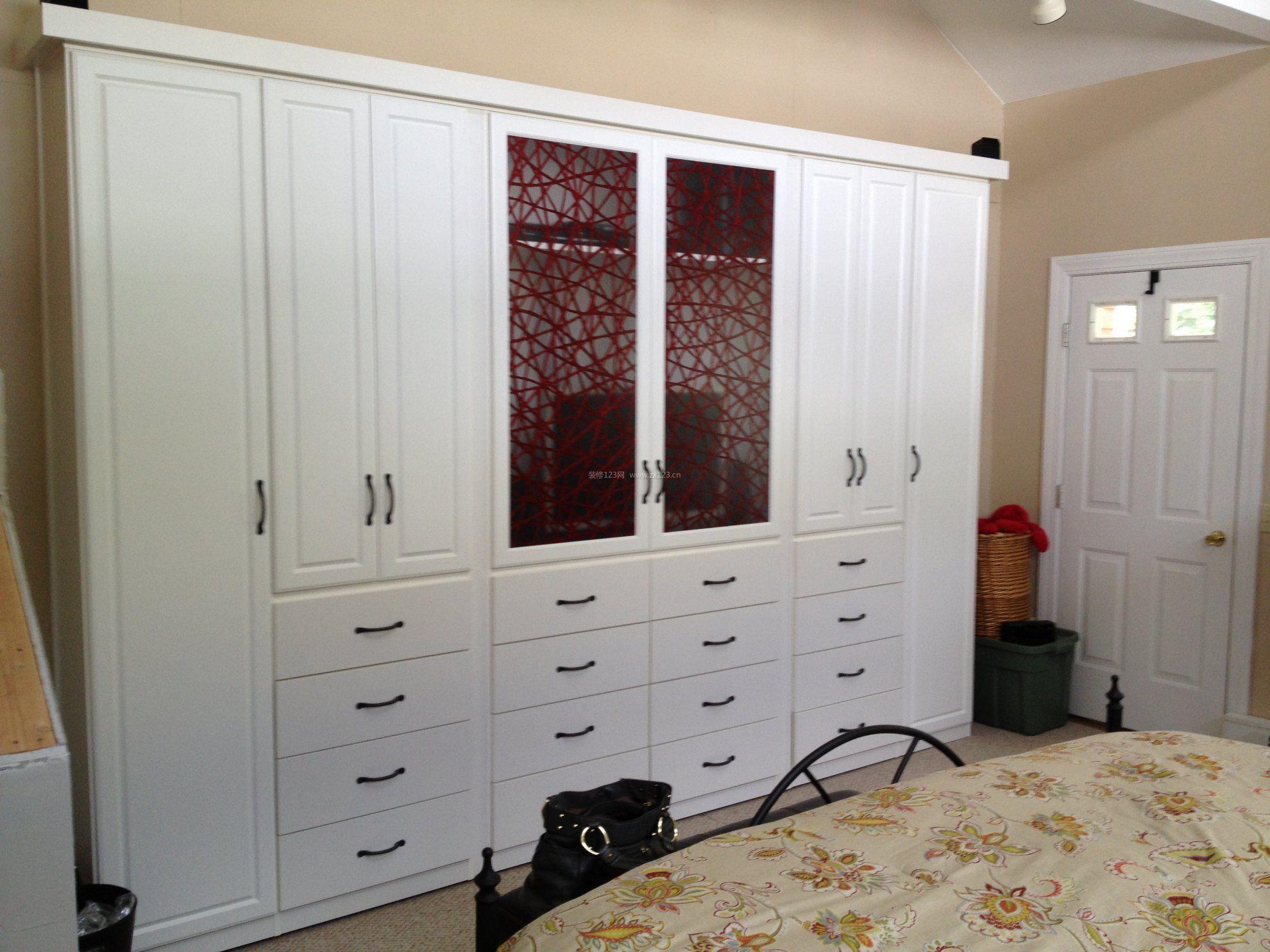 小户型现代简约风格主卧室衣柜设计装修效果图片