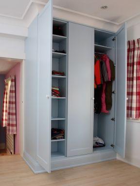 索菲亚卧室衣柜