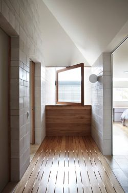 复式楼阁楼浅色木地板装修图片