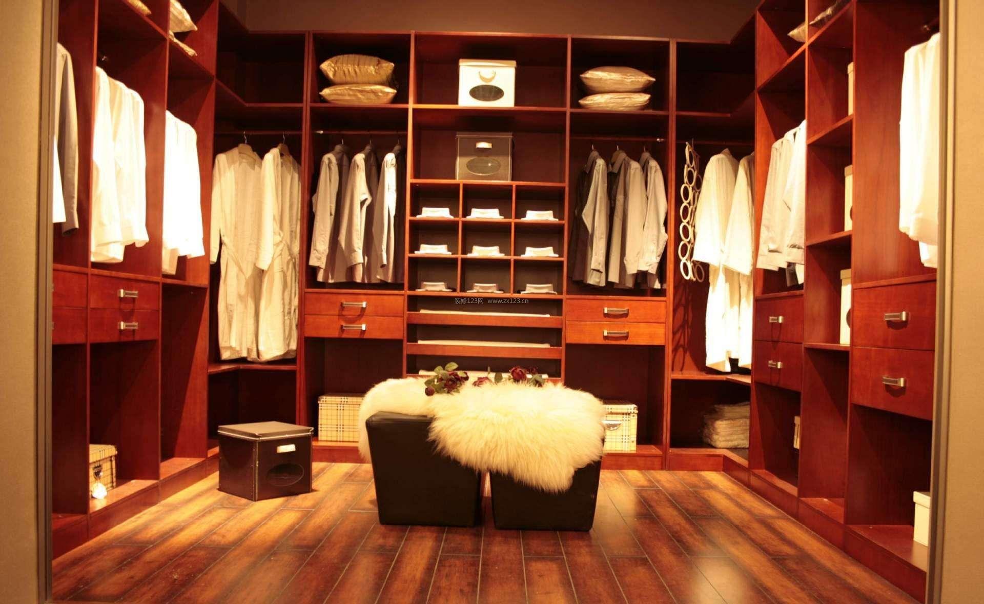 步入式衣帽间设计浅棕色木地板装修效果图片图片