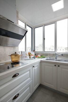 欧式风格橱柜 白色橱柜装修效果图片