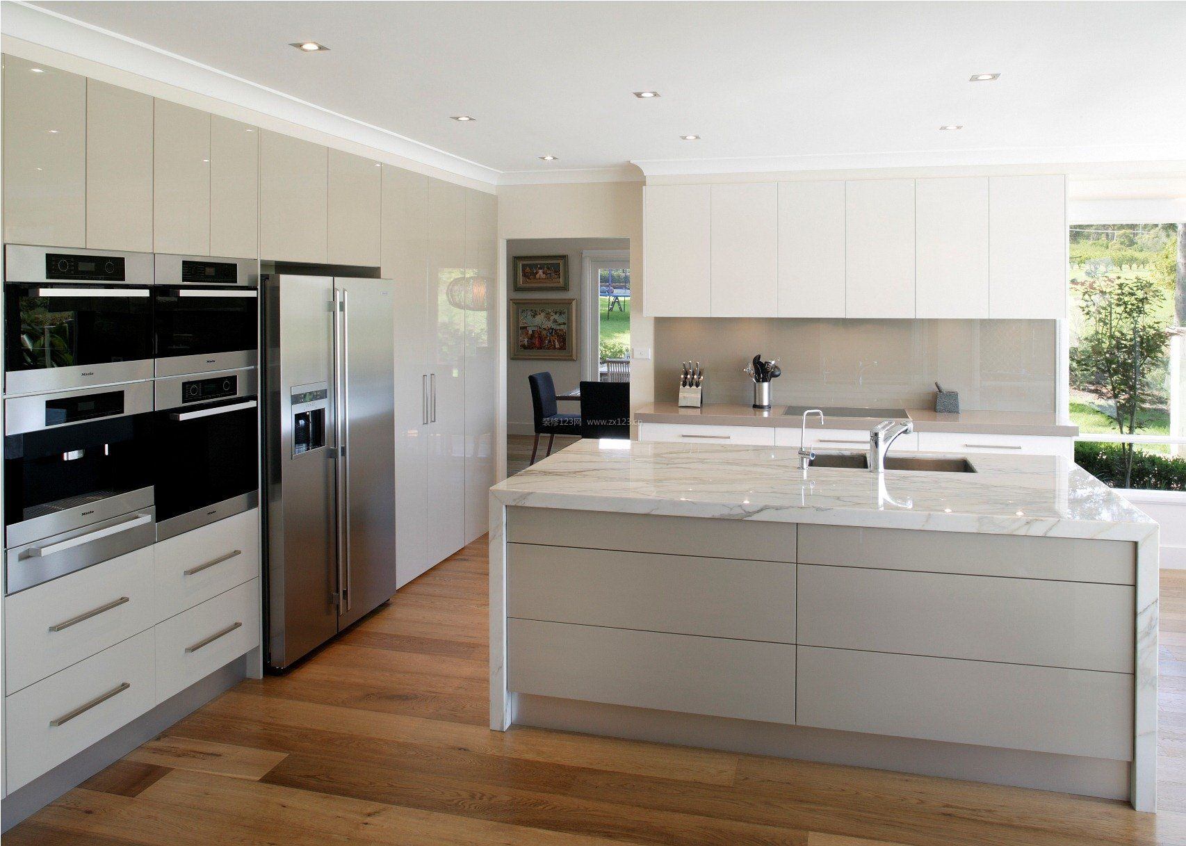 现代风格别墅厨房整体橱柜装修效果图_装修123效果图