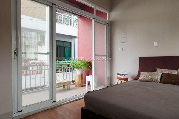 阳台在卧室怎么装修 阳台卧室窗帘如何选择