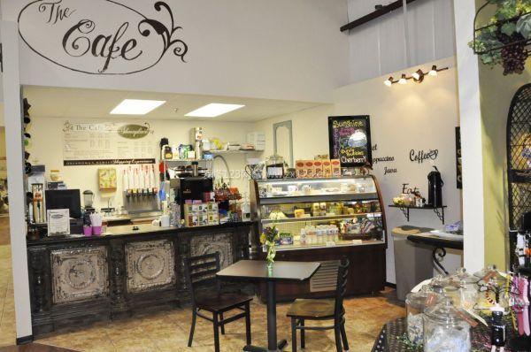 我们驿轩装饰是合肥专业工装装修公司,同时做个好多奶茶店,奶茶加盟店