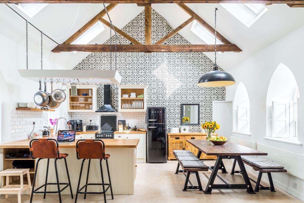 现代简欧别墅斜顶阁楼厨房装修效果图片