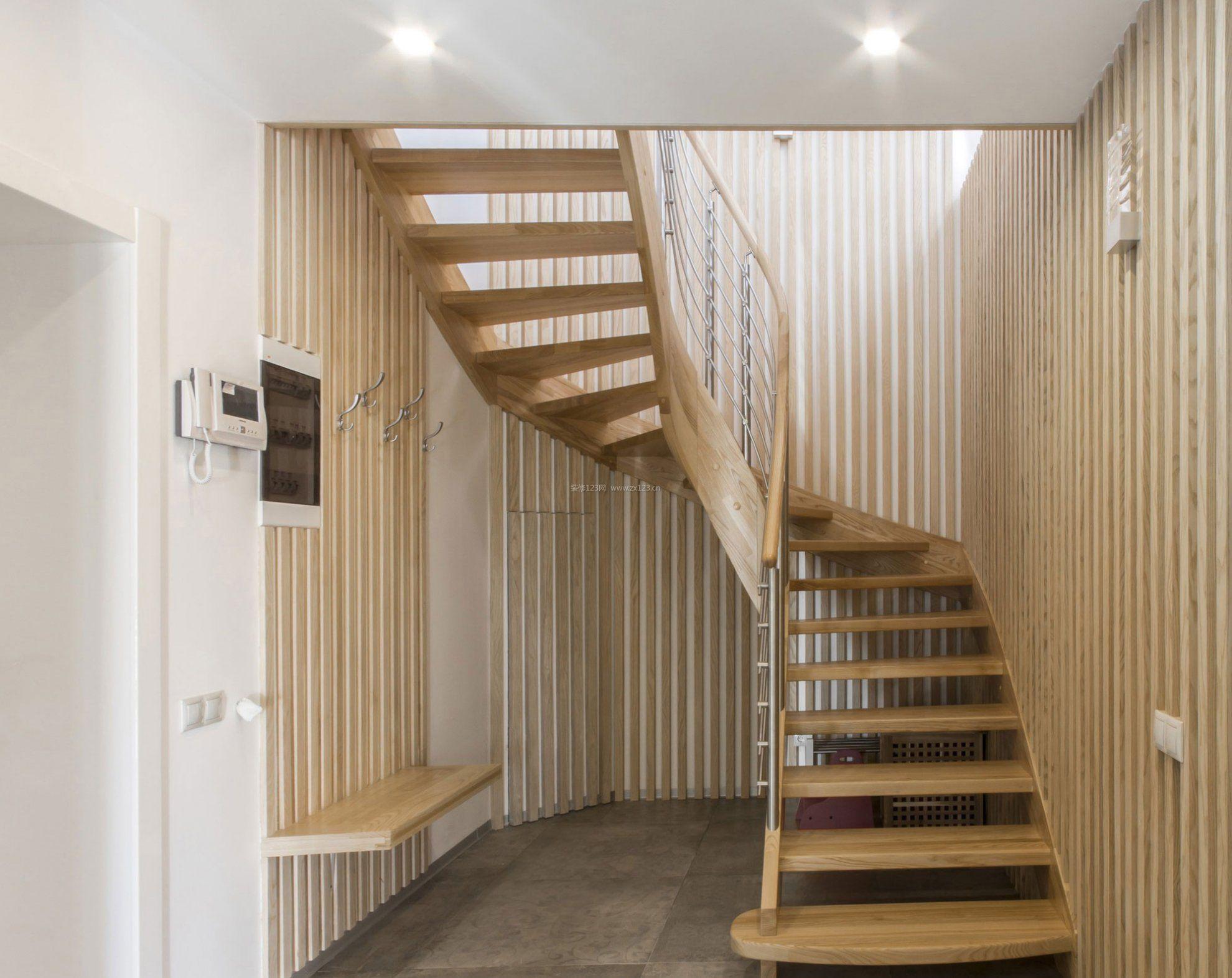 复式楼阁楼旋转楼梯装修效果图片