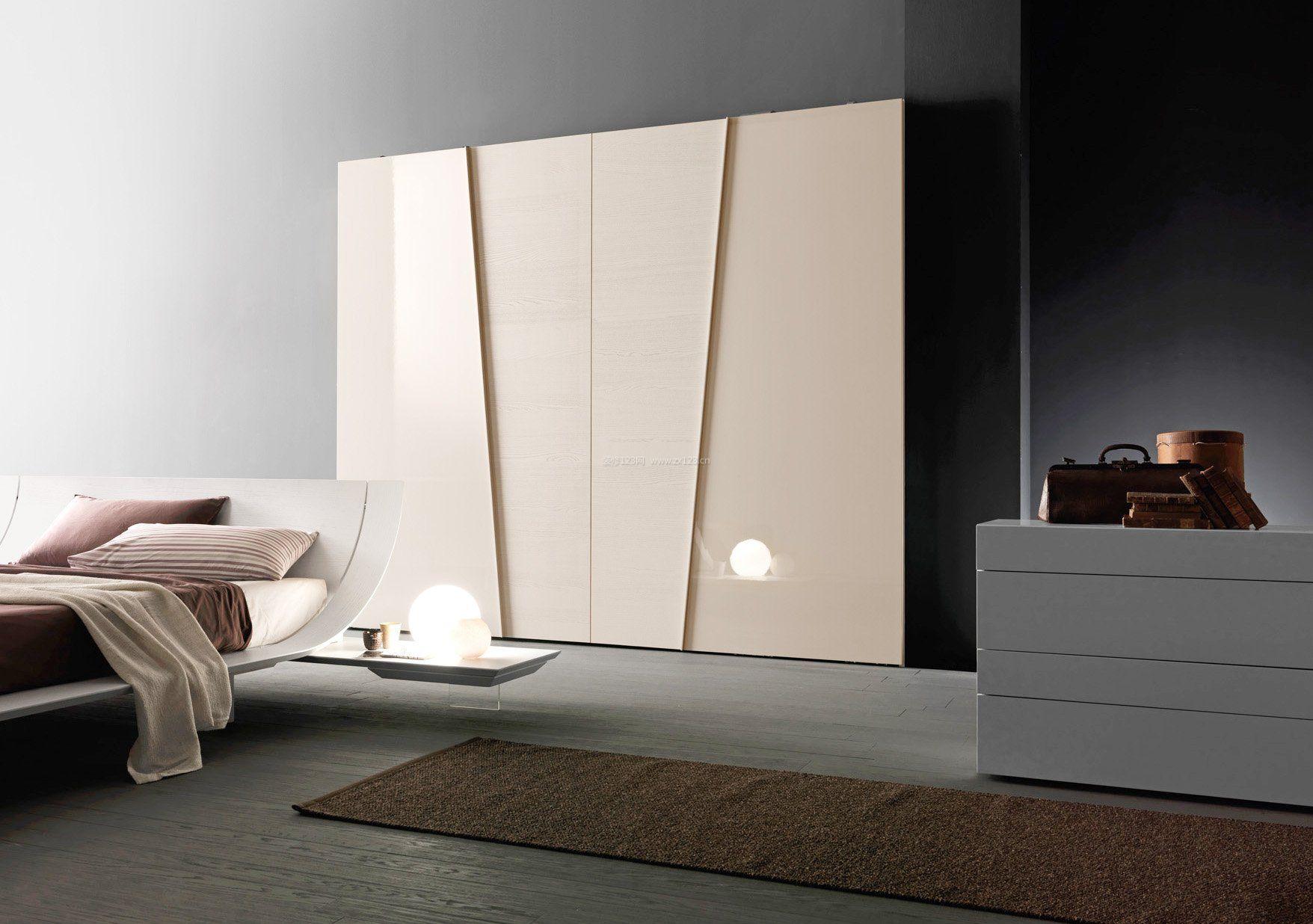 极简风格卧室移门衣柜装修效果图