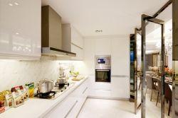 長方形廚房與餐廳之間隔斷裝修效果圖