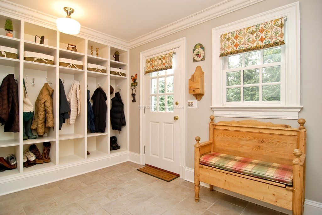 客厅进门玄关鞋柜隔断柜