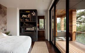 主臥室陽臺裝修效果圖 黑色門框裝修效果圖片