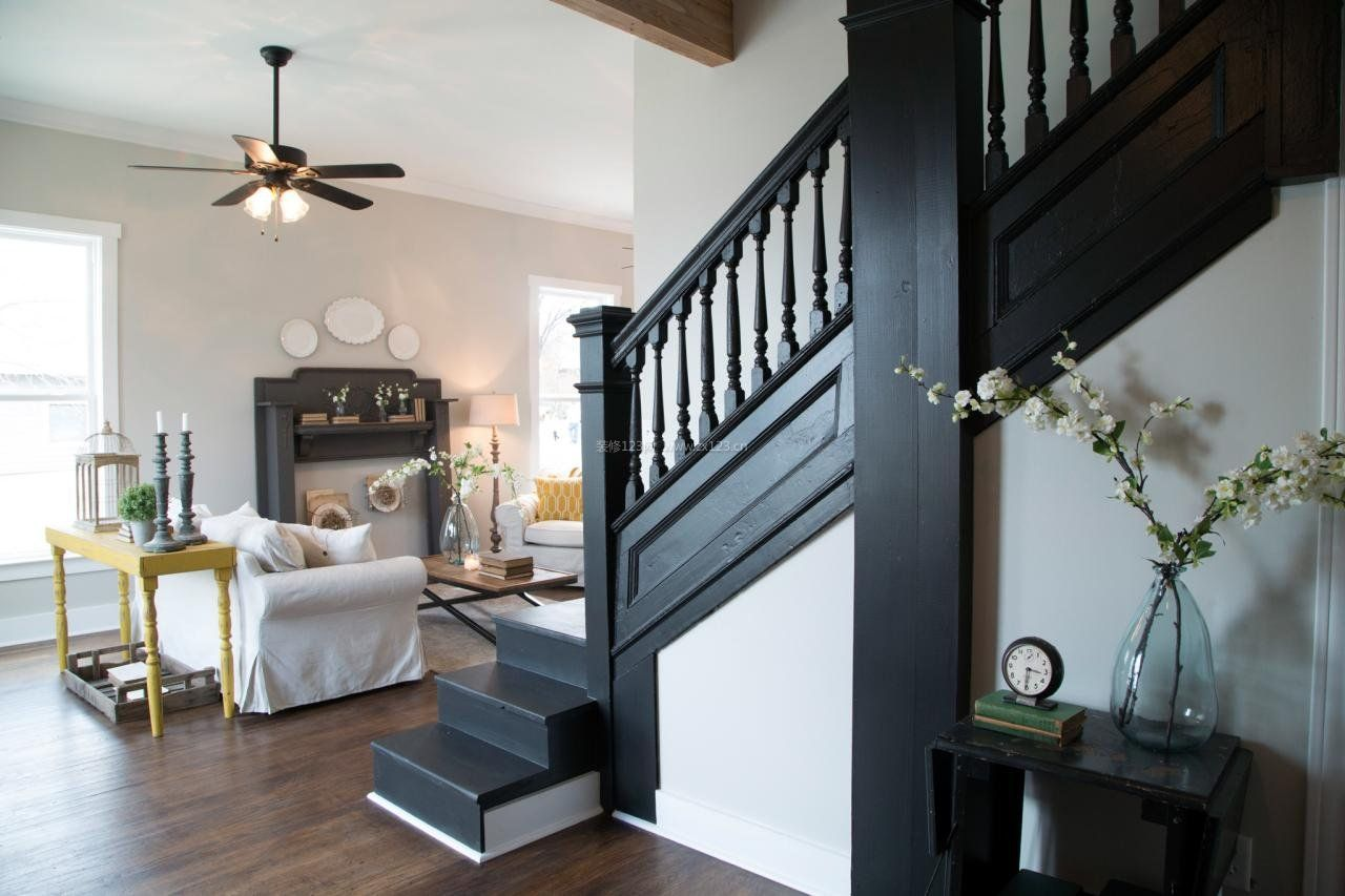 现代混搭风格顶楼带阁楼楼梯装修图片