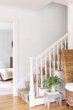 顶楼带阁楼楼梯装修 楼梯扶手设计