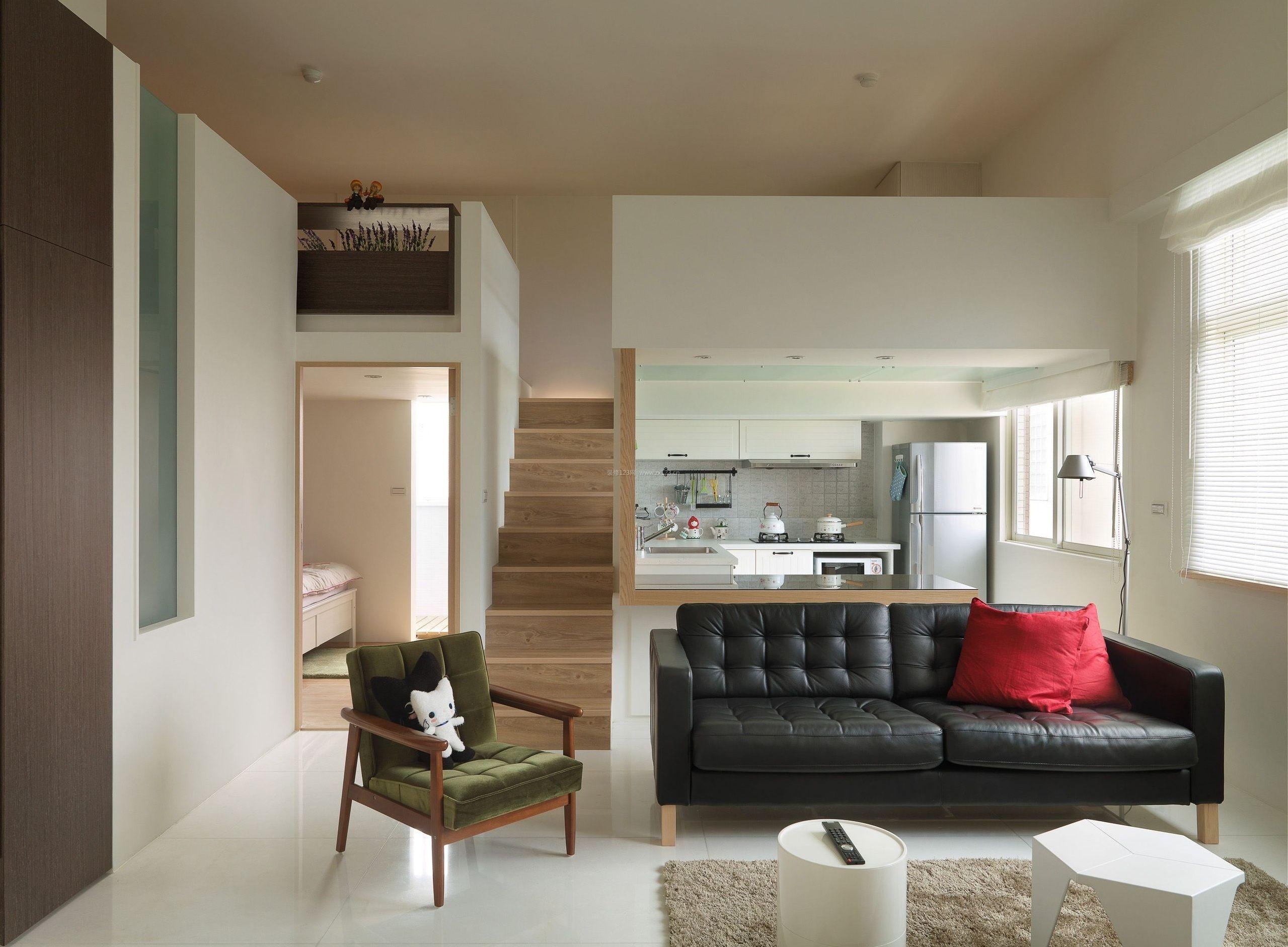北欧原木风格客厅真皮沙发装修效果图片