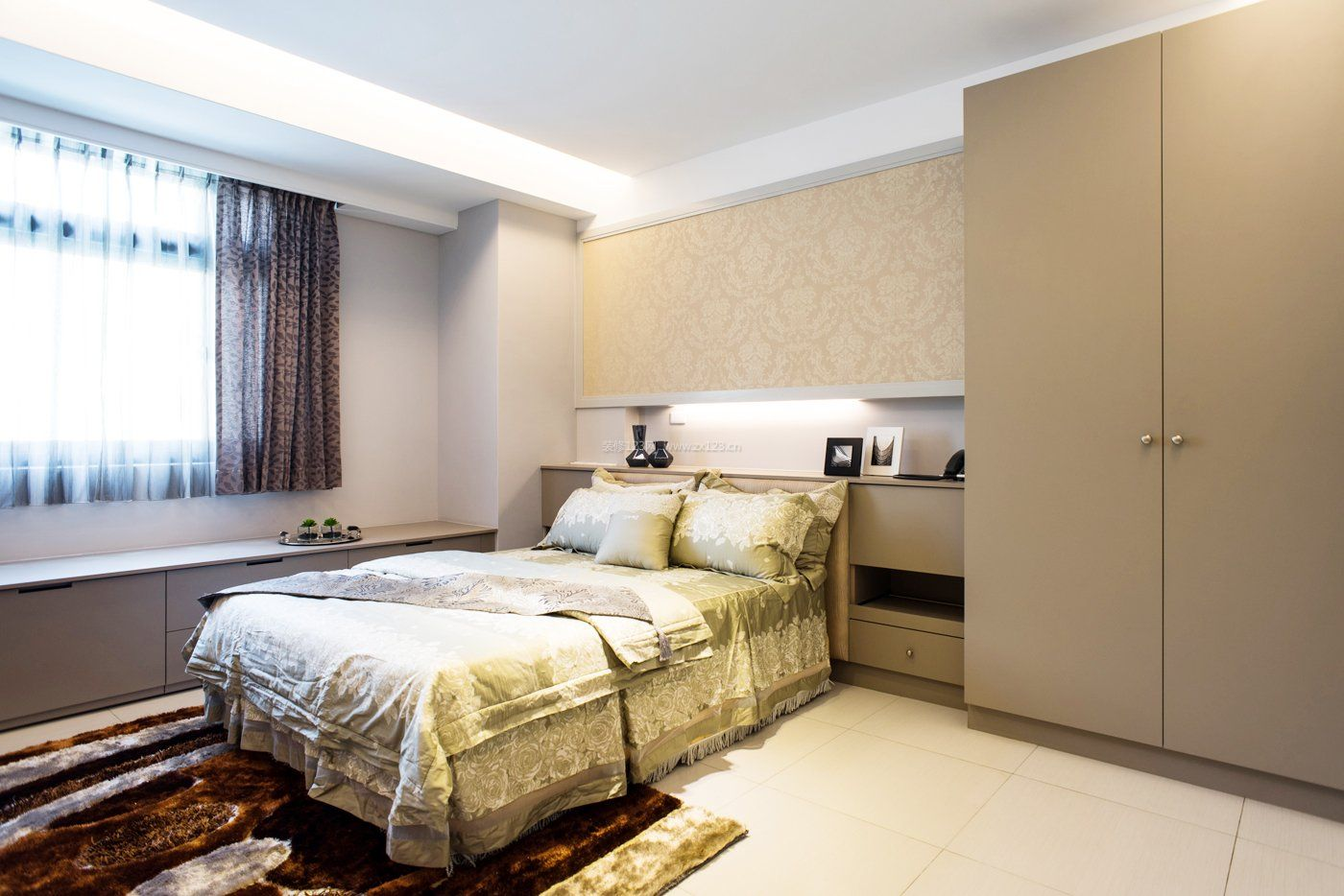 现代简约式风格卧室柜子装修效果图片