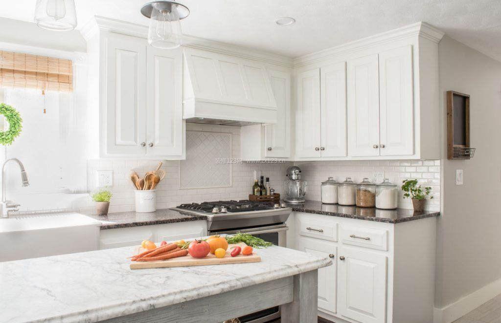 白色简约欧式开放式厨房装修效果图