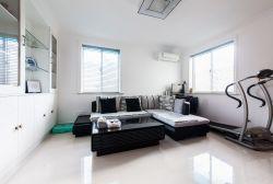 簡約客廳黑白裝飾設計圖