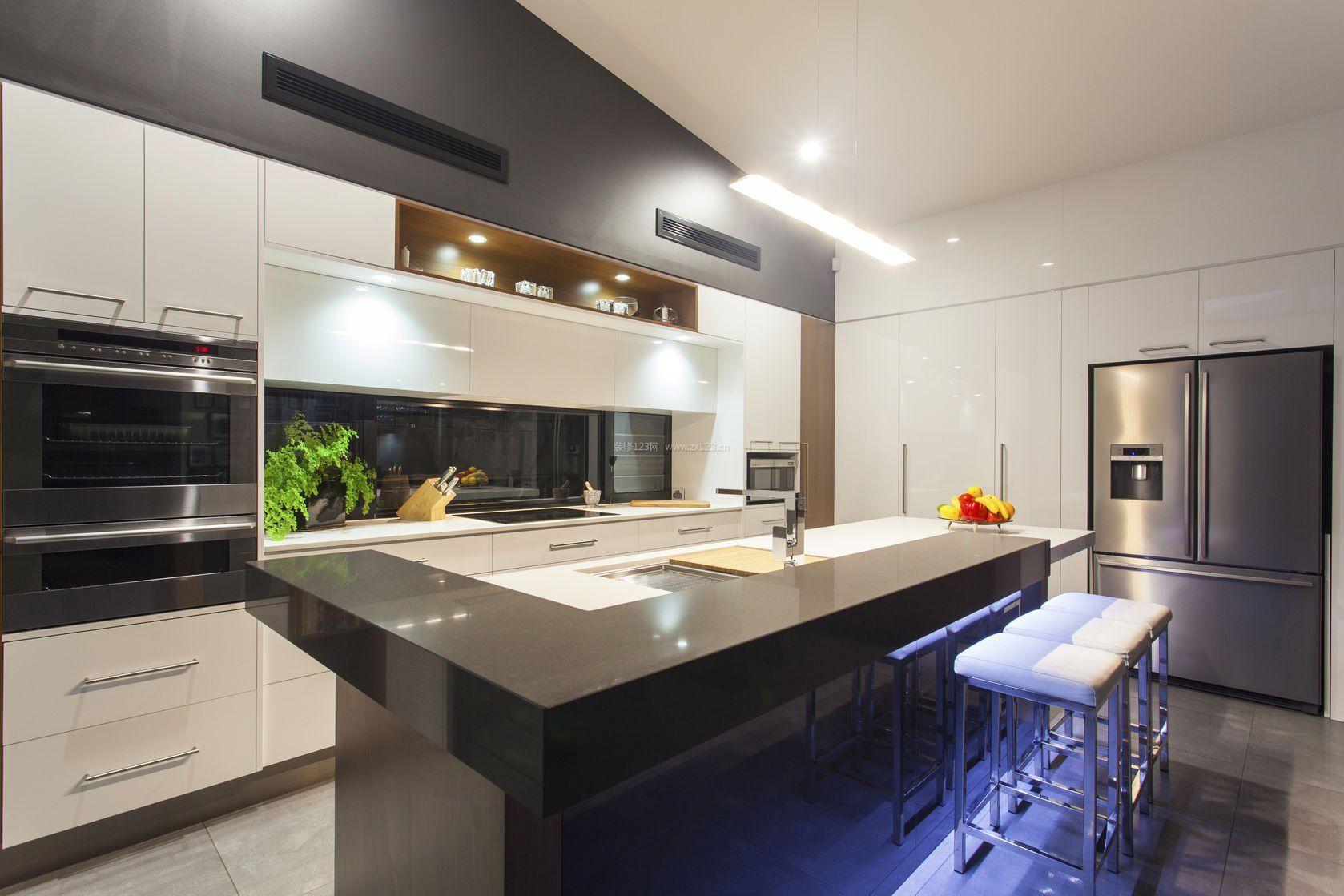 现代半开放式厨房装修效果图