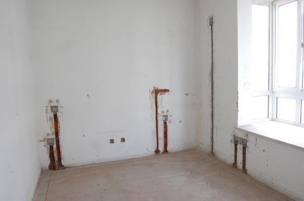 卧室电路装修进行时