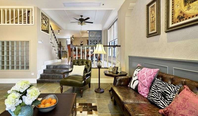 美式风格别墅室内楼梯装修效果图