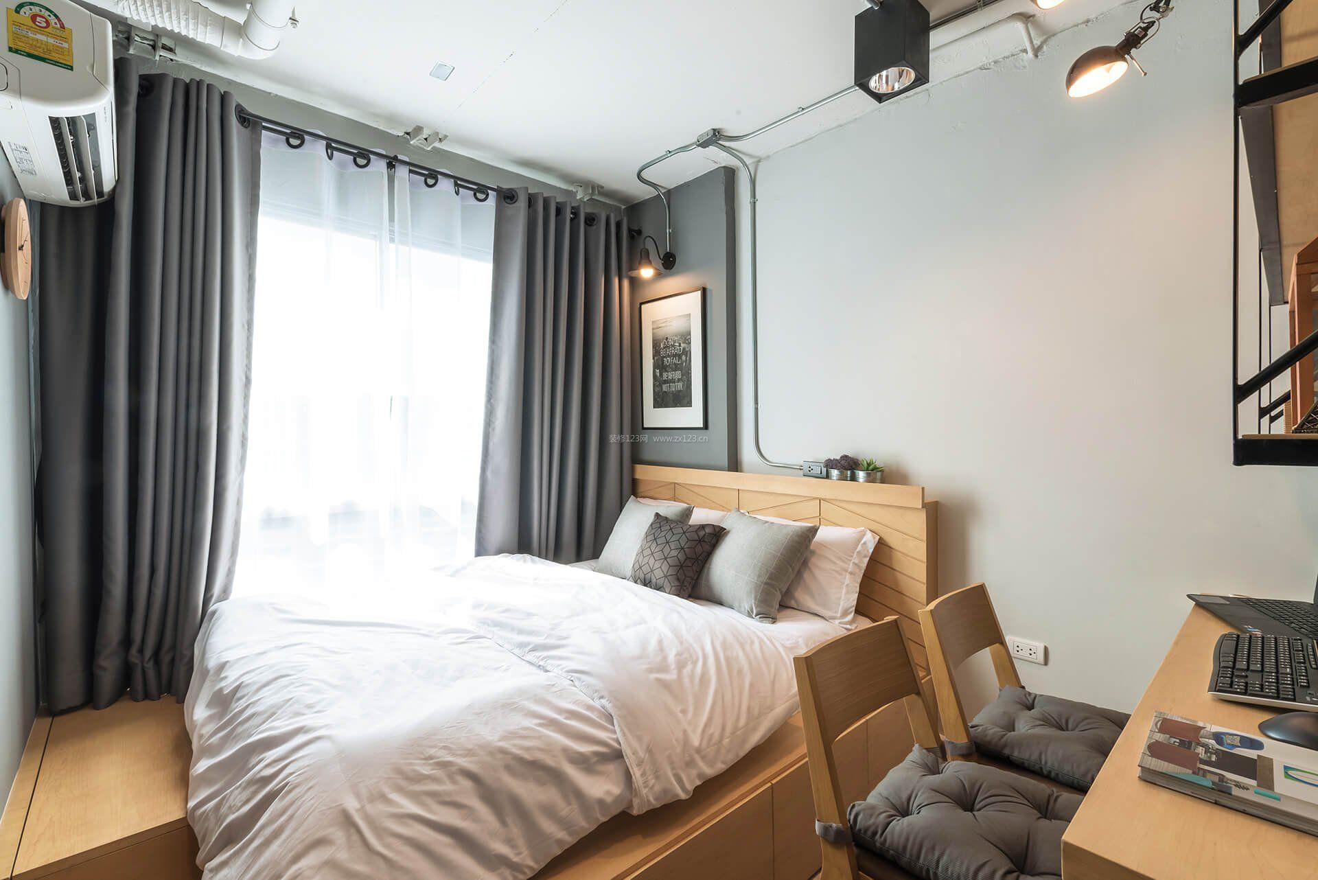 15平卧室灰色窗帘装修效果图片