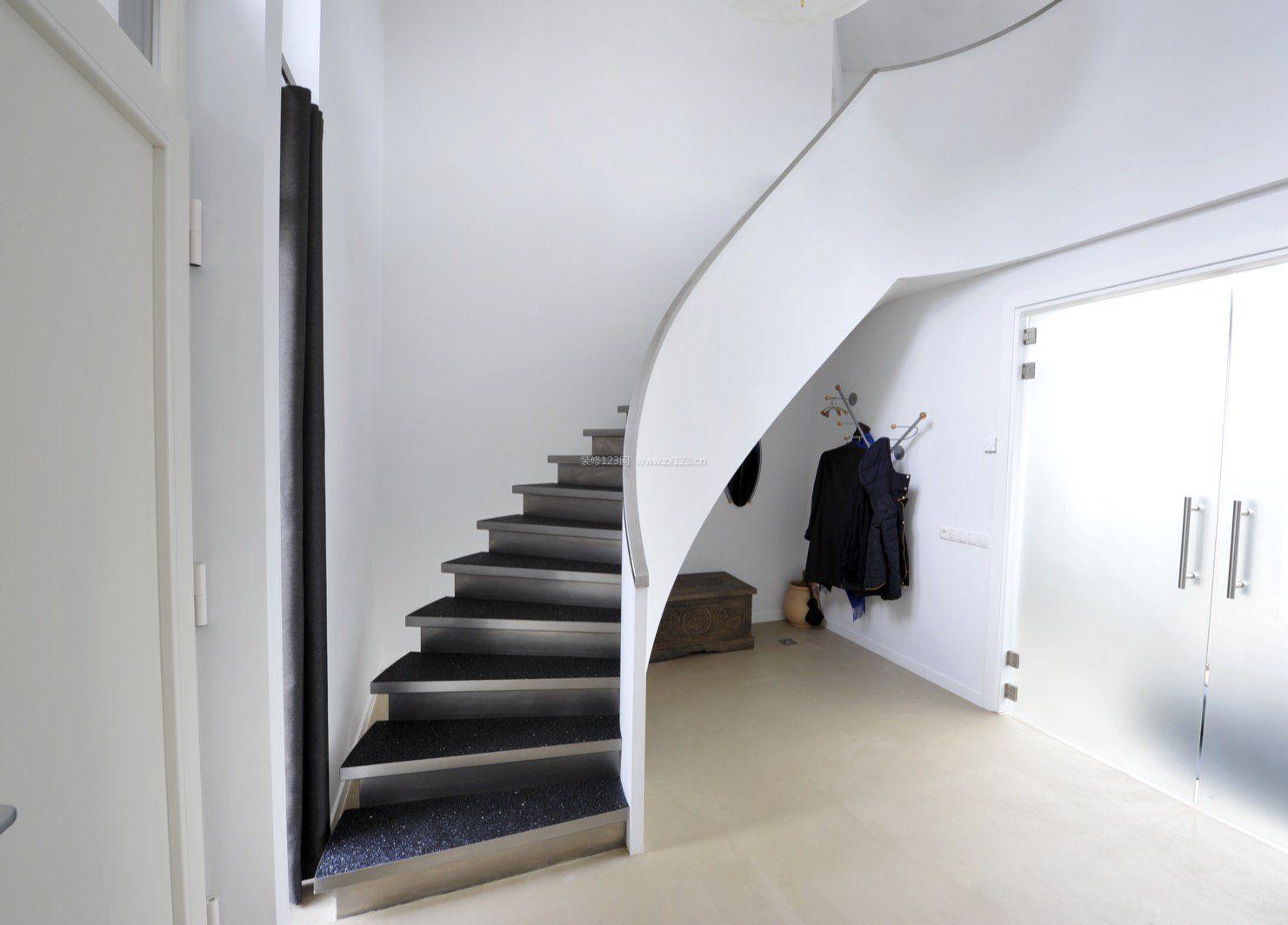 跃层楼梯装修效果图现代风