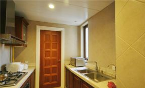 美式鄉村廚房門 棕色門框裝修效果圖片