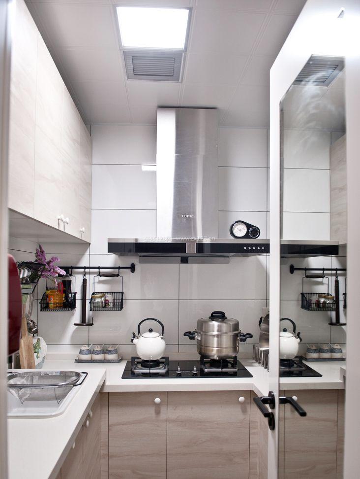 家庭l型厨房装修效果图