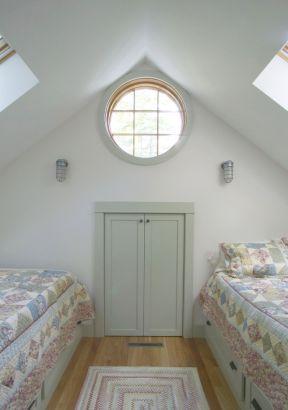 尖顶房屋室内装修效果图片大全