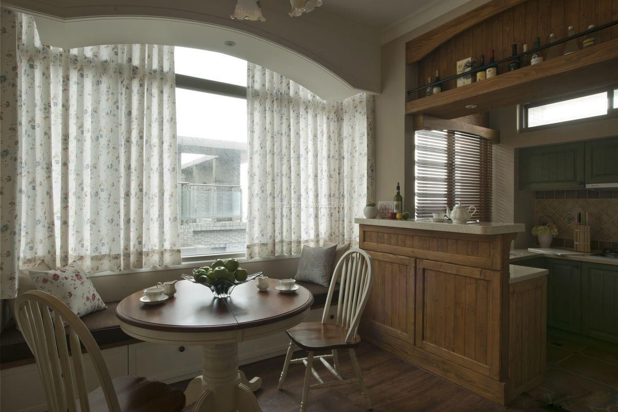 美式乡村风格小户型餐桌设计装修效果图片