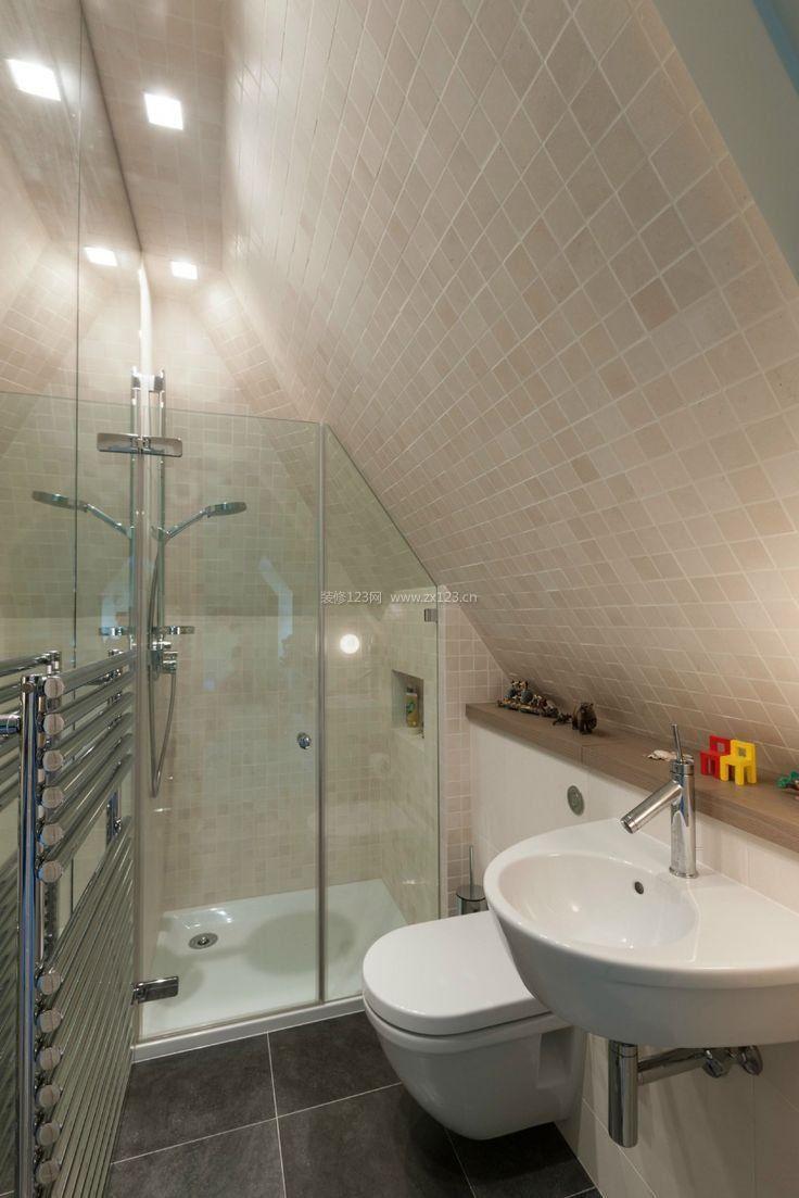 顶层斜顶阁楼超小卫生间装修图片