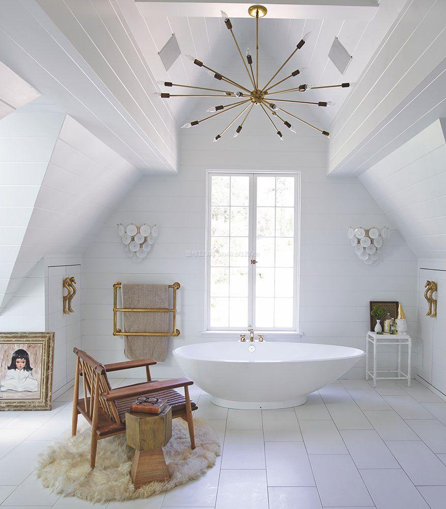 顶层斜顶阁楼卫生间吊顶装修效果图图片