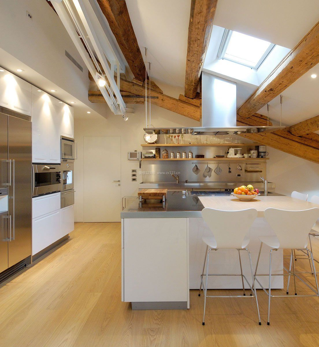简欧顶层斜顶阁楼厨房设计装修图片