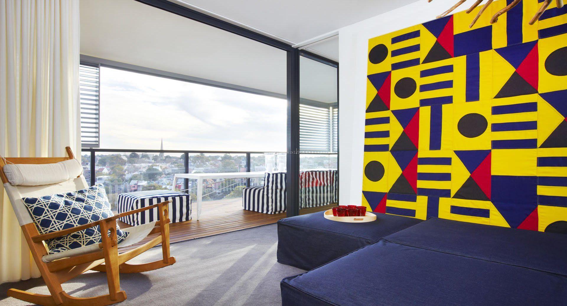 单身公寓客厅阳台门装修设计图