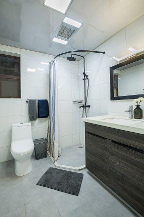 小户型现代简约卫生间装修效果图 卫生间浴帘装修效果图