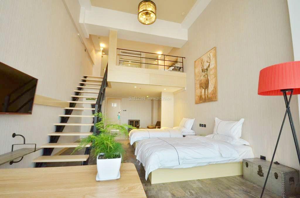 家装效果图 楼梯 loft公寓木楼梯装修效果图片 提供者:   ← → 可以