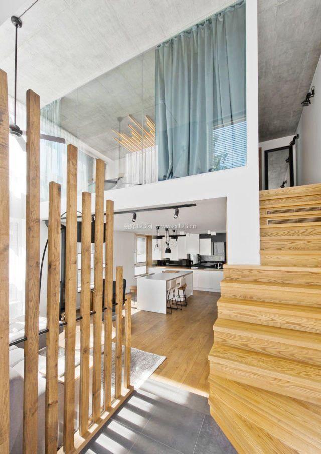 loft公寓木质隔断装修效果图