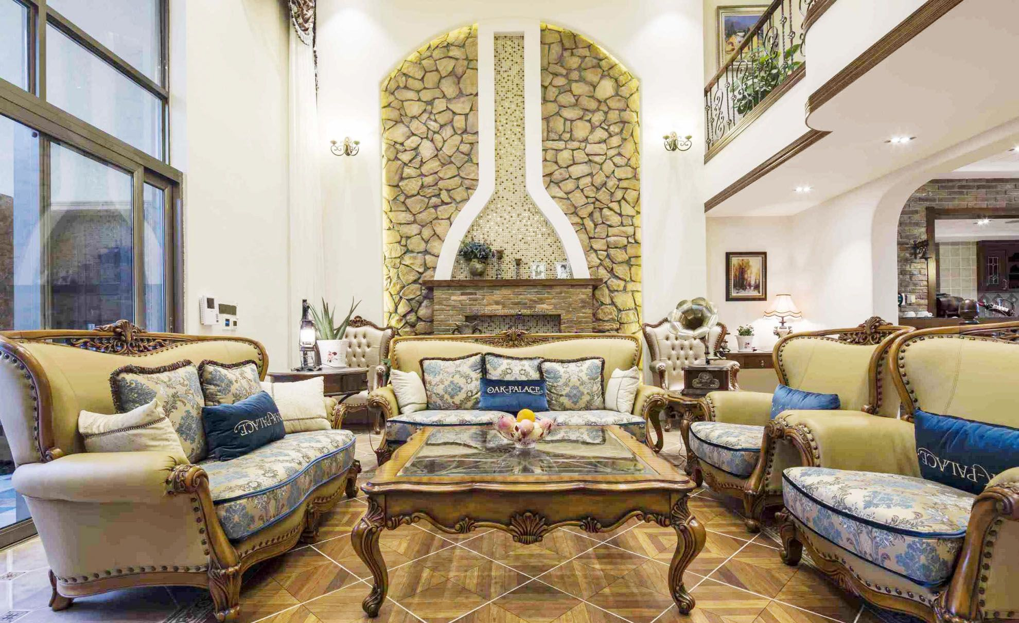 乡村别墅豪华欧式客厅装修设计效果图