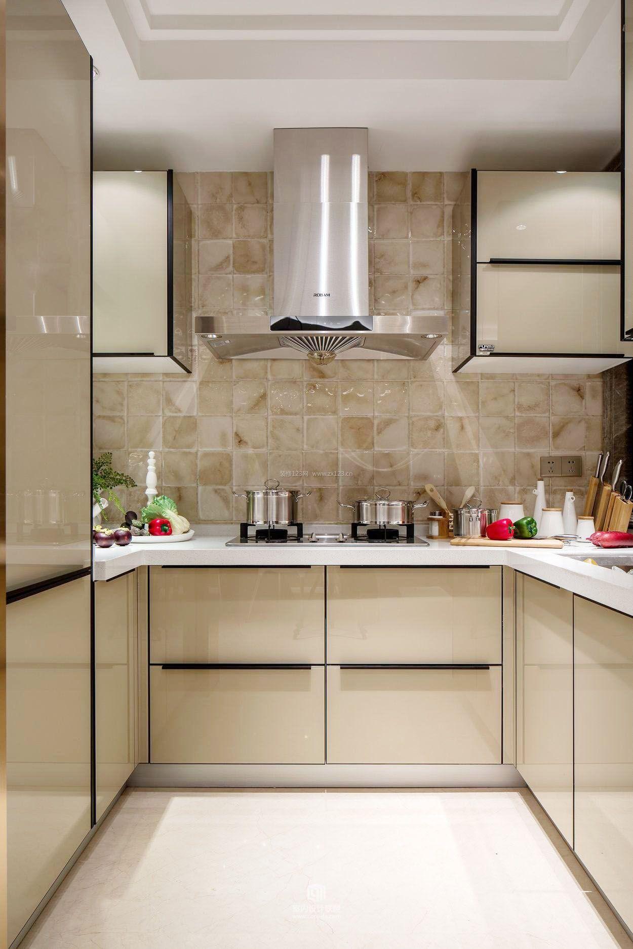 小户型家装u型厨房设计图