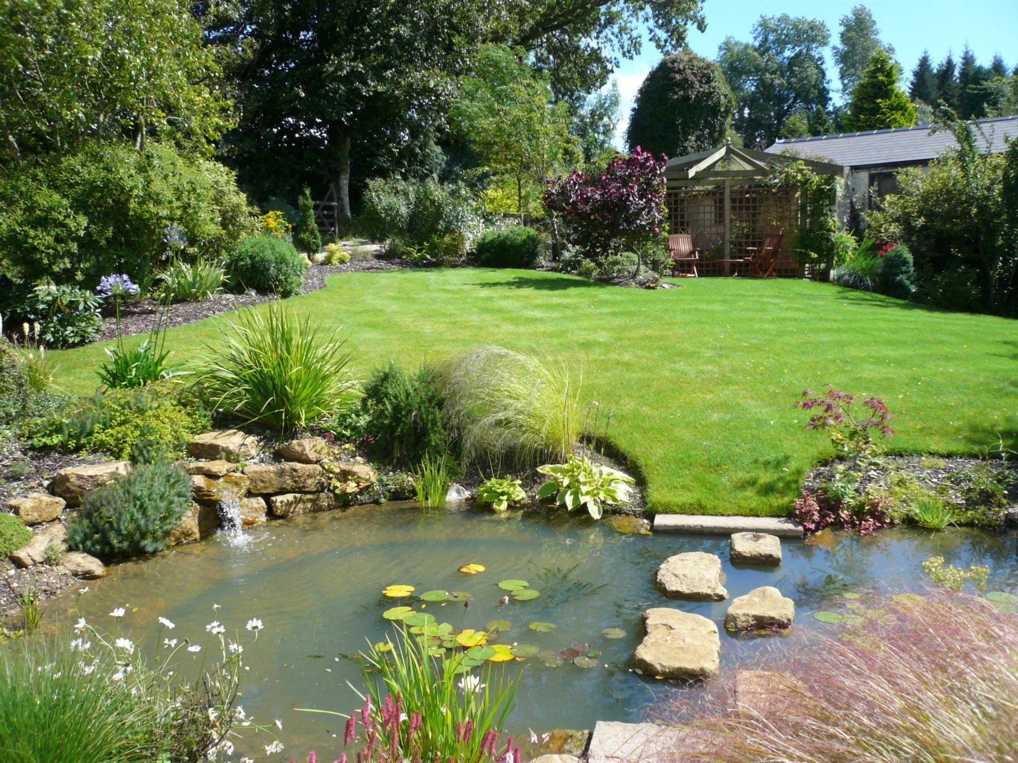 小型别墅后花园鱼池设计效果图