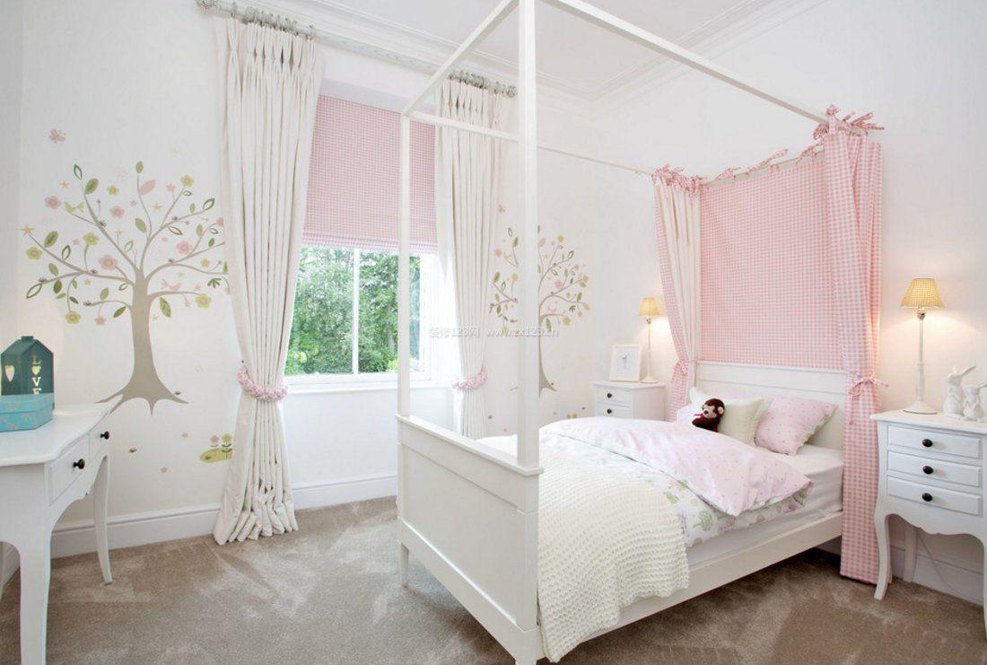 长方形的可爱女生卧室摆放床图