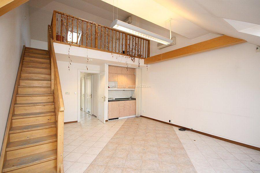 复式房小空间阁楼楼梯装修设计效果图片
