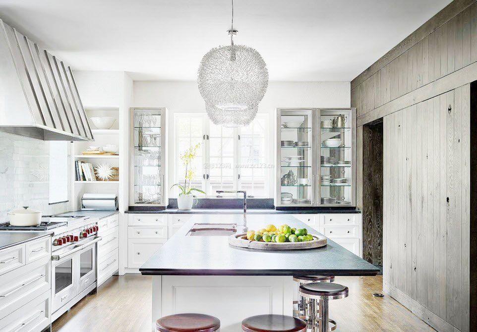 100平米房屋简单简欧厨房设计装修效果图图片