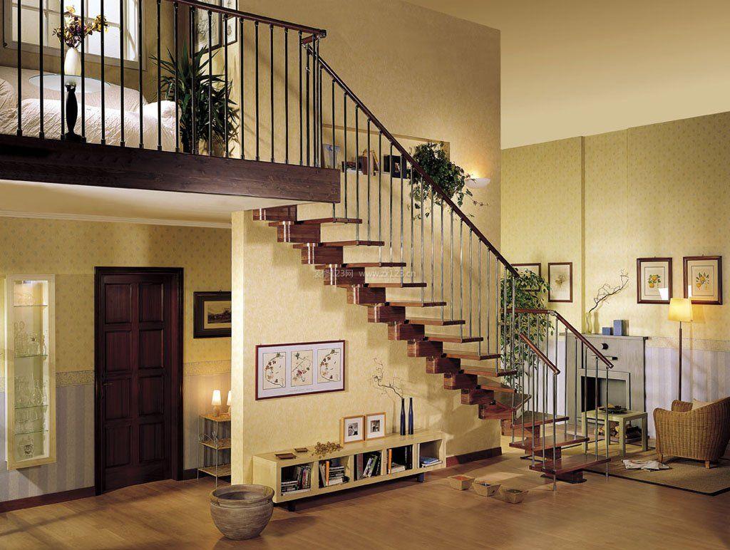 小户阁楼楼梯设计不占空间