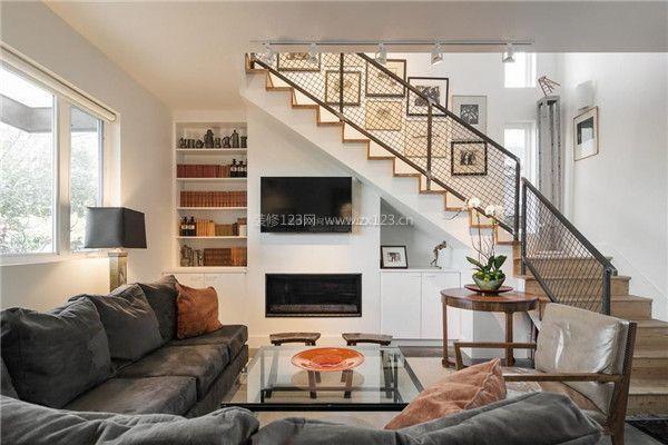 客厅楼梯下方空间电视墙设计-有楼梯的客厅装修设计 客厅有楼梯如何