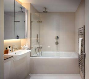 现代浴室装修效果图 白色浴缸装修效果图片