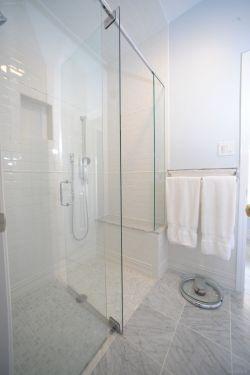 沉稳黑色卫生间淋浴房移门隔断装修图片
