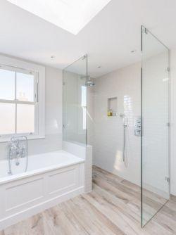 小卫生间淋浴房橡木地板效果图片