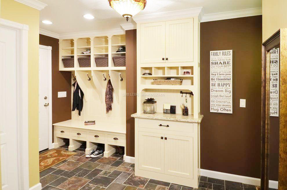 提供2018年最新流行的进门玄关鞋柜效果图案例设计,每天更新数百张
