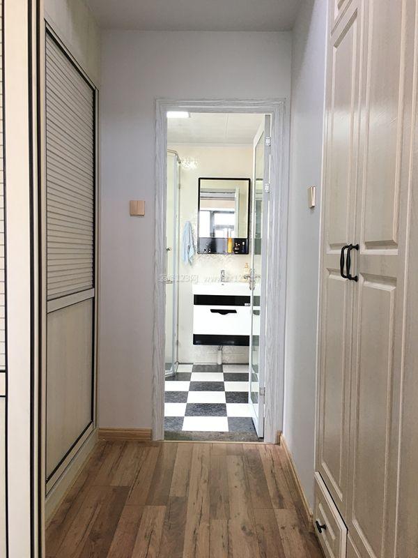 家装效果图 卧室 主卧室卫生间黑白相间地砖装修效果图片 提供者