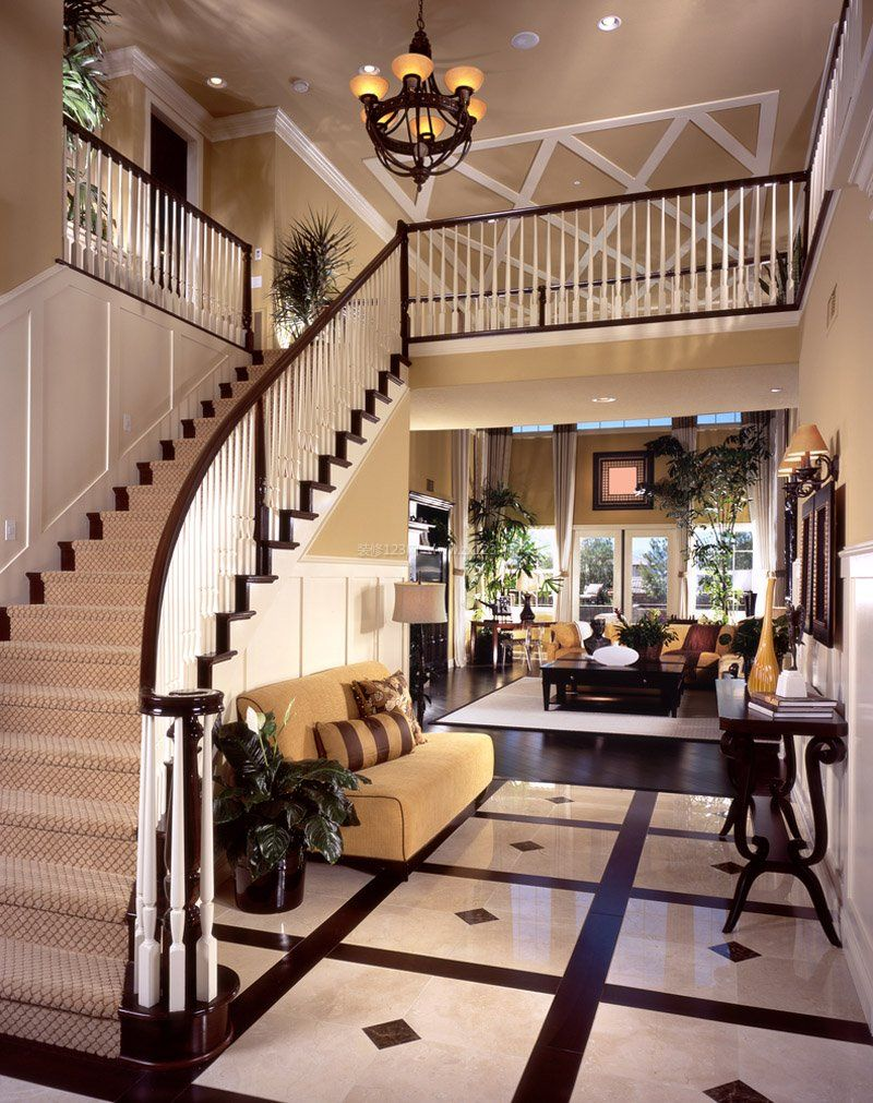 2017美式古典别墅大厅楼梯装修效果图片